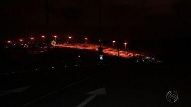 Falta de iluminação na Avenida Lauro Porto incomoda os moradores - Falta de iluminação na Avenida Lauro Porto incomoda os moradores.