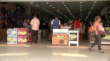 Veja o que abre e o que fecha no feriado de Tiradentes em Alagoas - Feriado é comemorado na sexta-feira (21). Comércio de Maceió vai funcionar em horário especial e shoppings, em horário normal.