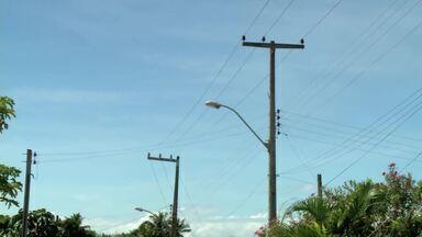 Estrututa comprometida de postes elétricos preocupa moradores da Grota do Andraújo - Problema tem causado transtornos na região.