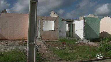 Casas apresentam rachaduras em Palmares - Problema é registrado em conjunto habitacional
