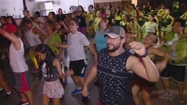 Dança é opção pera perder peso e se divertir, em Manaus - Grupos em Manaus se reúnem para praticar.