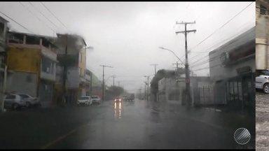 Feriado de Tiradentes em Salvador é marcado por chuva e alagamentos - Veja na previsão do tempo.