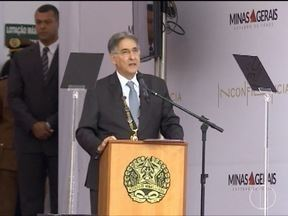 Governador Pimentel entrega Medalha da Inconfidência a homenageados - Protestos marcam entrega da Medalha da Inconfidência, em Ouro Preto