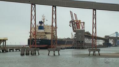 Embarcações com soja são liberadas no porto de Rio Grande - O grão vai para a China.