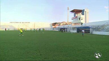 Salgueiro e Santa Cruz decidem vaga na final do Campeonato Pernambucano neste sábado (22) - Partida acontece no estádio Cornélio de Barros, no Sertão
