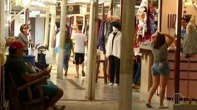 Comerciantes abrem lojas na Região Serrana nesta sexta-feira de feriado - Assista a seguir.