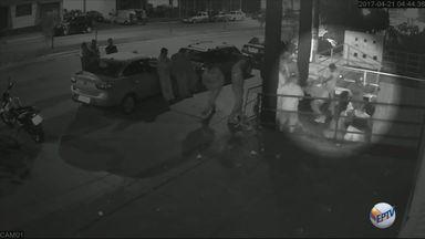 Vídeo mostra troca de tiros que terminou em morte de homem em Três Corações (MG) - Vídeo mostra troca de tiros que terminou em morte de homem em Três Corações (MG)
