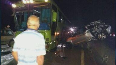 Romeiros ficam feridos em acidente envolvendo dois ônibus na BR-459 em Pouso Alegre - Romeiros ficam feridos em acidente envolvendo dois ônibus na BR-459 em Pouso Alegre
