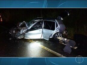 Três pessoas morrem em capotamento na BR-365, em Pirapora - Em Salinas, ônibus deslizou na pista e invadiu a contramão.