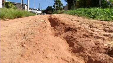 Zé do Bairro volta ao Lagoinha, em Miguel Pereira, RJ - Ele foi conferir se o pedido de asfaltar as ruas foi atendido.