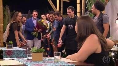 """Lata Velha: Fernando """"Mow"""" faz pede a namorada em casamento durante o quadro - Será que Natália aceitou?"""