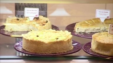 Empresária transforma hobby em negócio e fatura vendendo tortas - Carro-chefe da marca é a torta de frango com queijo cremoso. Empresária possui duas unidades próprias e já lançou franquias.