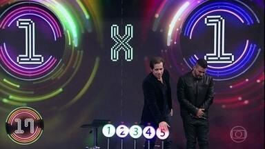 Com erro de André Marques, Leandro Hassum acerta a terceira música no 'Ding Dong' - Confira no vídeo.