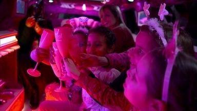 Criança com câncer realiza sonho de comemorar aniversário em limusine - Toda menina sonha com uma festa de aniversário. E a maioria delas quer um dia de princesa. Agora imagina se essa festa for dentro de uma limusine? O #Fantástico conta a história da Mel, uma gaúcha que luta contra um câncer.