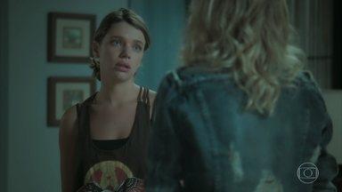 Cibele se preocupa com a repercussão do término de seu casamento - Anita aconselha sua amiga para não terminar seu casório