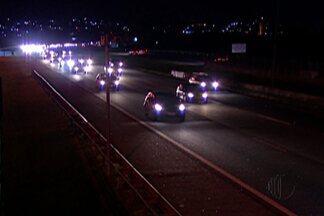 Volta do feriado registra lentidão em estradas do Alto Tietê - Cerca de 266 mil veículos passaram pela Ayrton Senna no Alto Tietê.