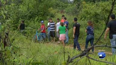 Homem é achado morto com sinais de violência em matagal no bairro Ipanema - A Polícia Civil deve investigar se foi homicídio ou latrocínio, que é o roubo seguido de morte