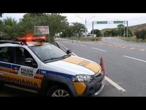 Além da imprudência a polícia também enfrenta a negligência dos motoristas - Uma das principais ocorrências atendidas pelos policiais rodoviários é a falta do uso do sinto de segurança pelos passageiros. Policial Militar fala sobre a campanha maio amarelo.