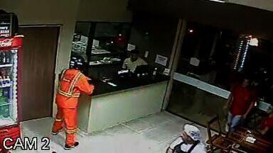 Assista ao segundo bloco do CETV1 desta terça-feira (2) - CETV mostra a ação de bandidos que assaltaram uma pizzaria usando fardas de operários.