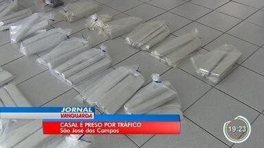 Casal foi preso com quase 100 quilos de drogas em São José - Polícia chegou até casa onde eles foram encontrados após denúncia.