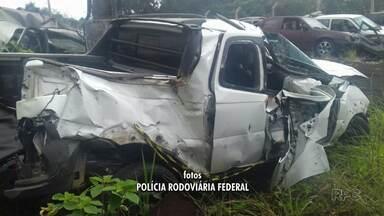 Homem de 23 anos fica gravemente ferido em acidente na BR-277 - Ele capotou o carro depois de fugir da Polícia Federal.