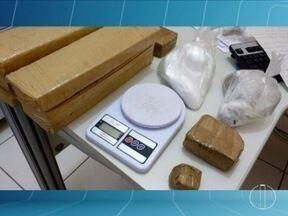 Polícia apreende 10 tabletes de maconha em telhado de casa em Montes Claros - o Bairro Alto da Boa vista, um homem de 19 anos foi preso por tráfico de drogas na noite dessa quinta-feira (3).