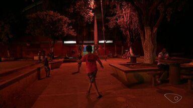 Moradores reclamam de falta de iluminação em bairro de Cachoeiro, no Sul do ES - Escuridão gera insegurança no bairro Nova Brasília.