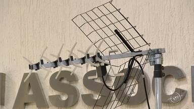 TV TEM treina profissionais para auxiliar clientes sobre desligamento do sinal analógico - A TV TEM está treinando centenas de profissionais, entre eles vendedores e antenistas, para auxiliar os telespectadores com o desligamento do sinal analógico no dia 27 de setembro na região.