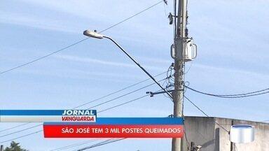 Em São José, mais de 3 mil postes estão com lâmpadas apagadas - Isso é motivo de sobra para reclamação de quem paga taxa da luz.