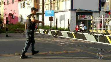 Concessionária que administra ferrovia alerta para risco de acidentes no Sul do Rio - Muitos pedestres parecem não resistir à tentativa de ganhar tempo, ao atravessar na frente dos trens.