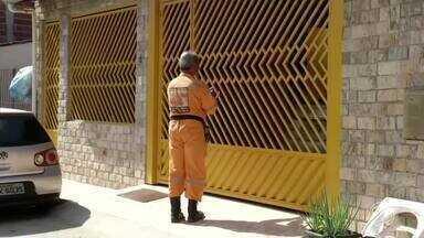 Defesa Civil recadastra moradores de áreas de risco, em Angra dos Reis - Trabalhos começaram pelo Parque Mambucaba. Agentes e voluntários batem de porta em porta, anotando informações de moradores.