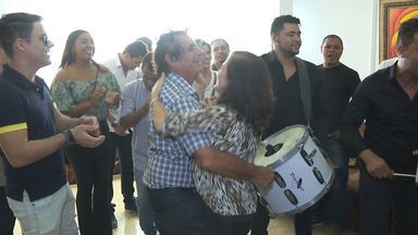 Convite do Troféu Gonzagão é entregue a vários artistas de Campina Grande - O convite foi entregue de forma coletiva.