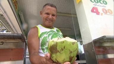 'Rei do coco' em Santos vende até 100 mil cocos por mês - Empresário investiu R$ 120 mil para trazer coco direto de Sergipe com qualidade melhor do que a concorrência e preço 20% menor.