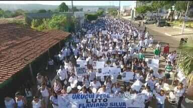População de Uruçuí realiza caminhada para pedir paz e justiça após assassinato de jovem - População de Uruçuí realiza caminhada para pedir paz e justiça após assassinato de jovem