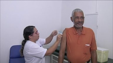 Dia D da vacinação contra gripe é neste sábado (13) em todo o país - Campanha de 2017 tem procura menor por falta de informação e medo. Ministério da Saúde diz que vacina só é contraindicada para alérgicos a ovo.