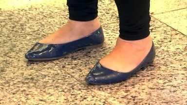 Especialista indica modelos de sapatilhas que não são prejudiciais aos pés - Vários modelos de sapatos são aprovados pela ciência e fazem bem aos pés. É preciso ter atenção quanto ao formato da sapatilha para se encaixar na estrutura dos pés.