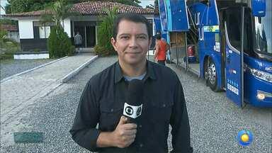 Kako Marques invade o ônibus do Botafogo-PB antes da viagem para Fortaleza - Jogadores falam ao vivo no Bom Dia Paraíba e mostram confiança em quebrar tabu de não vencer fora de casa na Série C