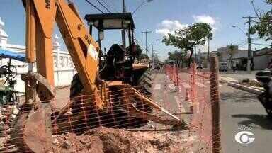 Casal inicia obra para troca de tubulação na Avenida Siqueira Campos - Trabalhos iniciaram nesta quarta-feira (17).