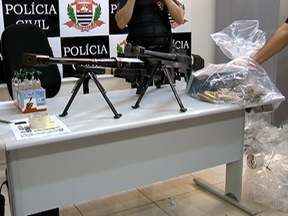 Armamento potente e droga são apreendidos em Teodoro Sampaio - Materiais estavam em caminhão que passava pela cidade.