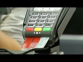 Muitos consumidores não controlam gastos do cartão de crédito - Economistas orienta para controle dos gastos.