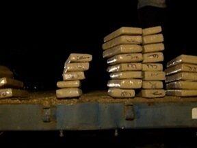 Polícia Militar Rodoviária apreende mais de 400 quilos de droga - Ocorrência foi registrada em Presidente Venceslau.