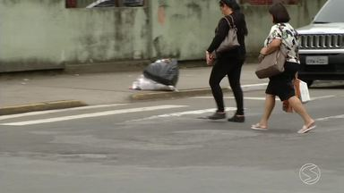 Moradores de Resende sofrem com má sinalização das faixas de pedestres - Falta de reparos nas faixas confunde e coloca em perigo tanto motoristas quanto pedestres.
