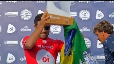 Mineirinho vence etapa brasileira do Mundial de Surfe em Saquarema, no RJ - Assista a seguir.