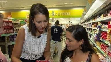 Nutricionista ensina a ler rótulos de alimentos industrializados - Especialista visita mercado e residência para tirar dúvidas de consumidores