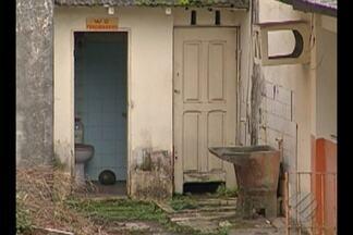 Casa do Idoso muda de endereço e prédio na av. Almirante Barroso segue abandonado - A mudança ocorreu em 2014 e desde então, o local acumula sujeira, está cheio de mato e serve de criadouro para focos de mosquito da dengue. Os moradores vizinhos reclamam da falta de cuidado por parte do poder público.