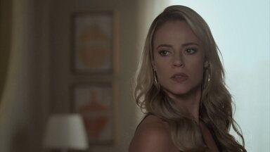 Jeiza se irrita quando Ritinha fala sobre seu casamento com Zeca - A policial questiona esposa de Ruy sobre os papéis do divórcio