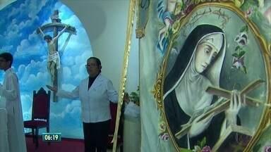 Recifenses prestam homenagens a Santa Rita de Cássia, santa das 'causas impossíveis' - Dia dedicado à santa é celebrado nesta segunda-feira (22)