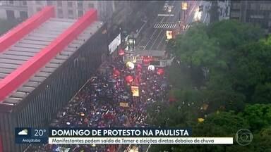 Manifestantes fazem ato contra Temer na Avenida Paulista, em SP - Ato pede a renúncia do presidente Michel Temer e eleições Diretas já.