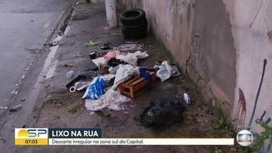 Moradores reclamam de acúmulo de lixo na Zona Sul - Prefeitura Regional de Santo Amaro afirmou que vai limpar o local.
