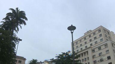 Campinas terá máxima de 24ºC e pode chover mais - Manhã começou com nevoeiro em toda a cidade.